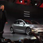 Tesla Model 3発表|自動車の低価格化戦略について